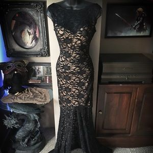 Windsor Formal Black Lace Floor-Length Dress
